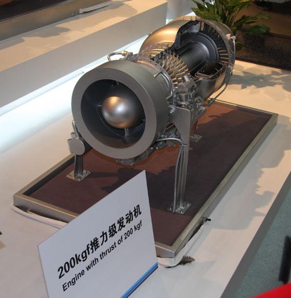图文:国产200公斤推力涡扇发动机模型