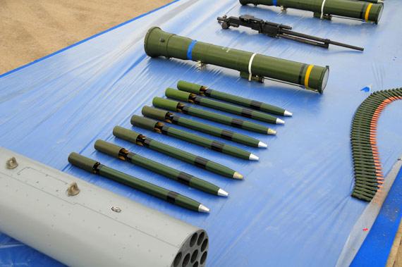国产武直11攻击直升机高调亮相全外挂武器(图)