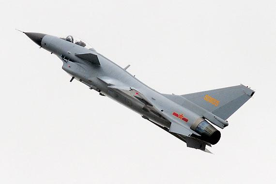 飞行表演中的歼10战机摄影:冰凉新浪独家图片,未经许可不得转载。