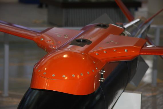 在研250公斤级FT-2激光制导炸弹弹体上部滑翔组件特写