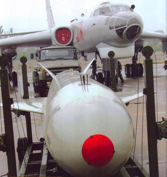 资料图:轰6H轰炸机加挂鹰击-63空射反舰导弹