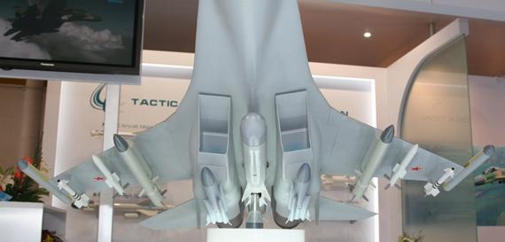 苏-35模型机腹全外挂武器特写 摄影:安京 新浪独家图片,未经许可不得转载。