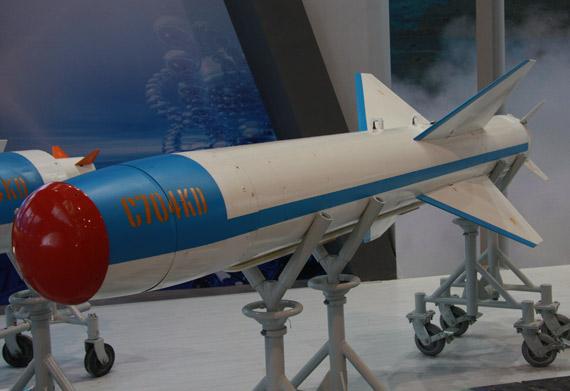中国珠海航展展出的C-704KD型空射反舰导弹摄影:门广阔新浪独家图片,未经许可不得转载。