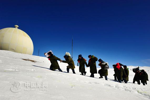 最后一次背菜爬上海拔4588米的雷达阵地
