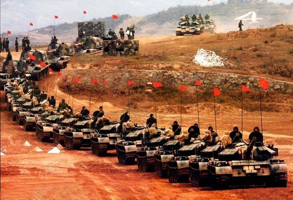图文:集结中的解放军59D主战坦克集群