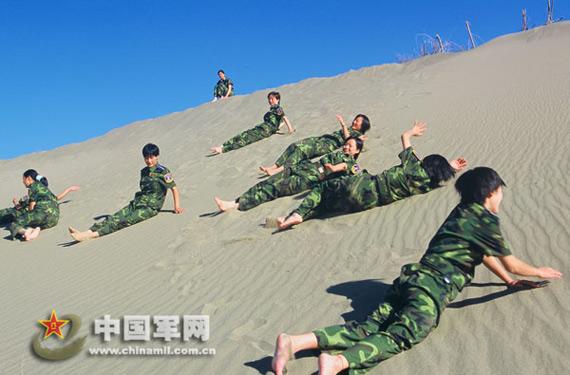 女兵的团日活动。谭超摄影