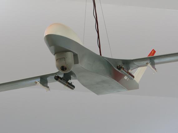 国产无人攻击机模型加挂有四枚导弹