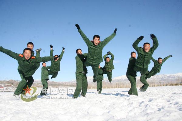 新疆武警森林部队苦练体能锤炼战力 世界军事图片