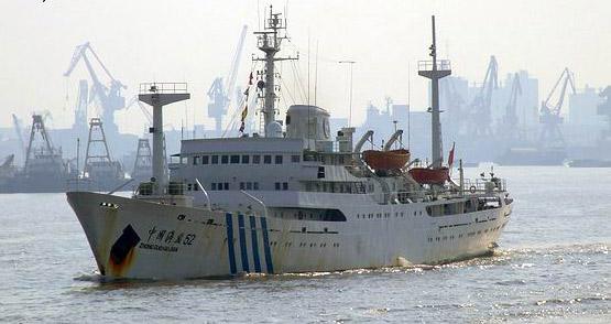 """近日从母港出发进行例行巡逻的中国""""海监52号""""海洋调查船摄影:kaixuan"""