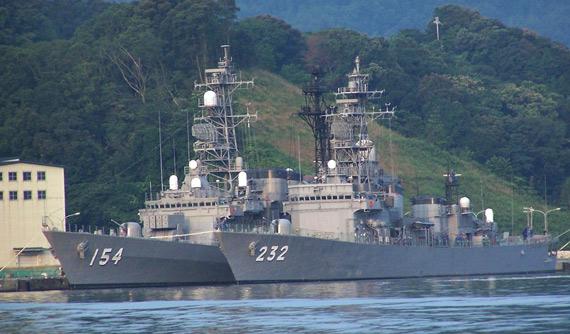 资料图:日本海上自卫队战舰停靠舞鹤军港
