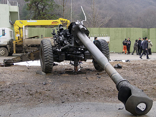 trailer will be towed away by the explosion of the 155 mm howitzer 。