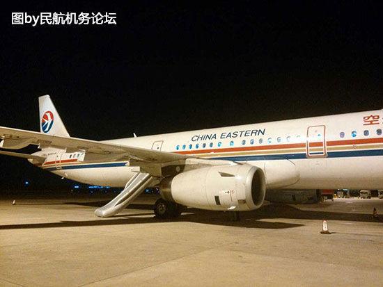 12月8日晚,东航MU2331航班在落地三亚凤凰国际机场后,后应急门的应急滑梯突然弹出。网友称,该事件由于一名乘客误操作造成。