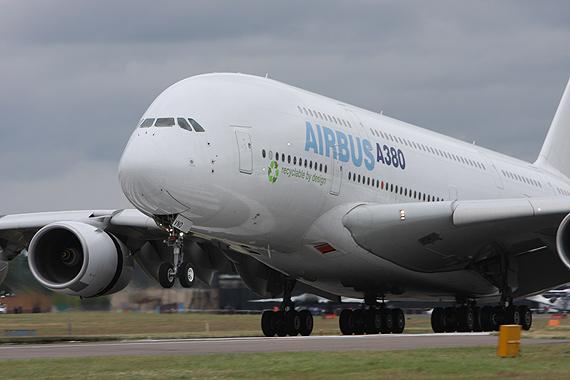 图文:空客公司A380宽体客机起飞瞬间