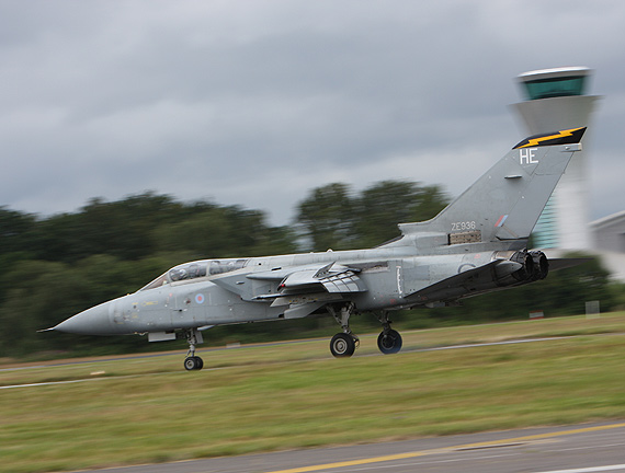 组图:英国狂风战斗机参加范堡罗航展