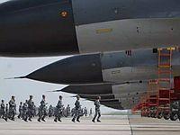 阅兵空军先进战机近照亮相