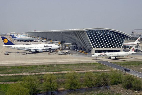 上海大雾致浦东机场130余航班延误