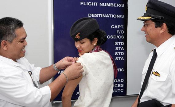 卡塔尔航空还将与卡塔尔当地卫生部门密切合作,配合国际卫生组织及各国政府,严格监测全球疫情,以便在第一时间采取有效措施,积极应对。