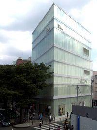 东京表参道上的Dior旗舰店