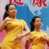 欧也飘飘:300名护士表演乳房保健操