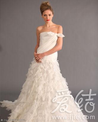 剪裁独特的裙摆设计