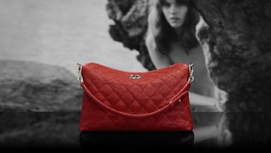 Chanel(香奈儿)推出2012度假系列:大红色手袋