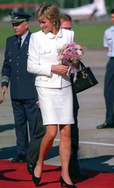 戴安娜王妃最爱的黑色经典款包型