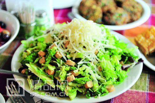 希腊饮食的诀窍在于新鲜的材料、调味料和橄榄油。