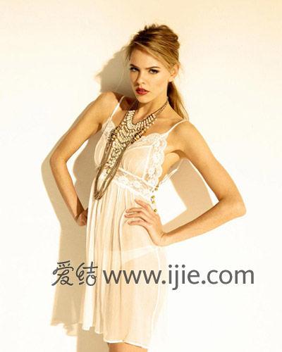 扒女人胸罩小游戏_aspx    内衣   胸罩或者束身内衣:如果婚纱面料偏薄,一定要准备一件