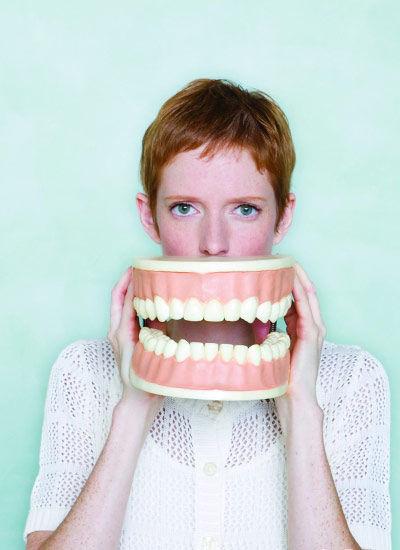 牙齿美容贵难烦,网友大呼伤不起!