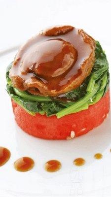 传统鲍鱼配西瓜和时令蔬菜