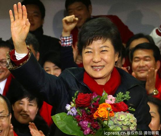当地时间2012年12月19日,2012韩国大选投票结束,朴槿�{在党总部庆祝赢得胜利,成为韩国首位女总统。东方IC