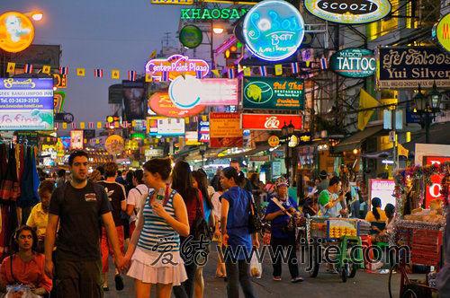 考山路是曼谷这座城市夜生活的精灵,它的热闹不分时段,只要你来过这里,一定会爱上它。