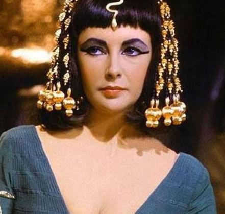 《埃及艳后》主演:伊丽莎白泰勒剧情:野心勃勃的埃及女王雷人的穿越剧都有哪些图片