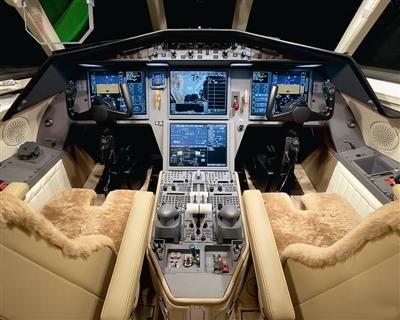 私人飞机驾驶舱