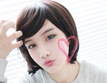 抛开平日的简单枯燥的学生头,换一款韩国女孩式短发吧,肯定会让男友