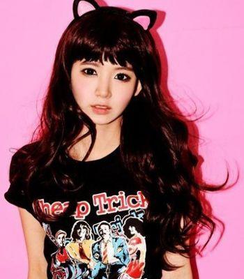 2011韩国最in人气可爱发型:甜美可爱的黑色长卷发