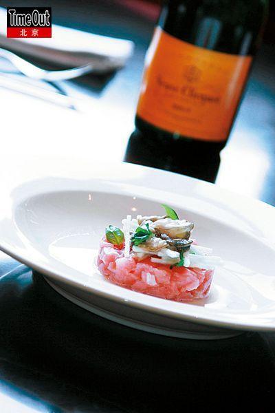 <b>金枪鱼和生蚝鞑靼配青苹果和香槟搭配非常合适。</b>