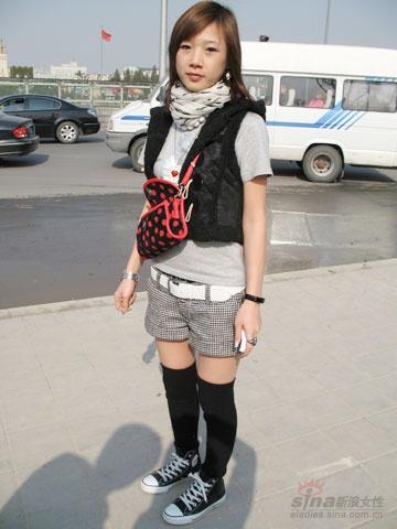 组图:抓拍北京街头美女冬季保暖大衣