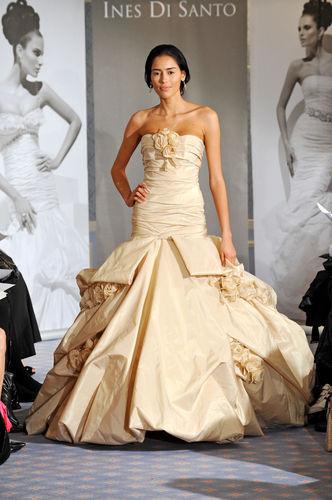 香槟色婚纱优雅高贵