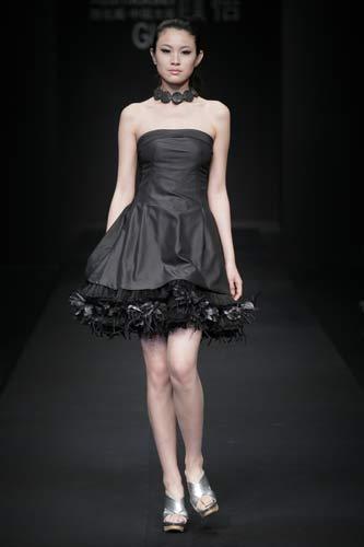 简单的礼服模特画