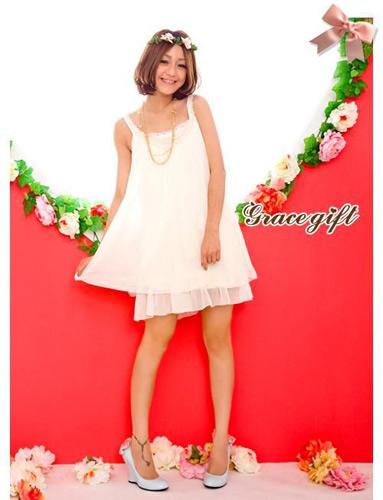 雪纺吊带裙本身具有的飘逸感