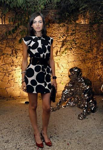 卡米拉-贝勒的黑色图案礼服