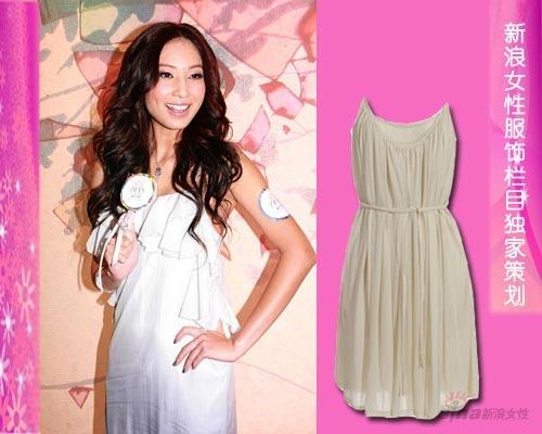 简单的长裙只需要一点点独具匠心的设计便能令你成为焦点