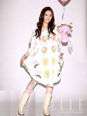 组图:中国女星近期着装排行 张韶涵罐头装垫底