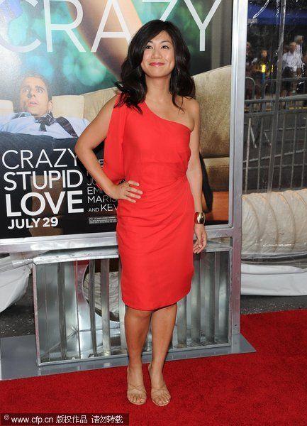 新生代好莱坞女星示范红色裙子搭配(图4)
