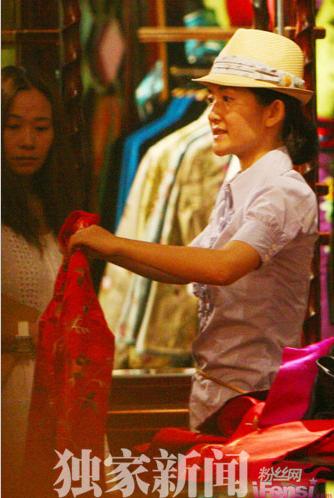 謝娜中意紅色系的中式旗袍