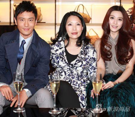 从左至右:黄晓明、Gucci集团亚太区行政总裁邓婉颖小姐、范冰冰