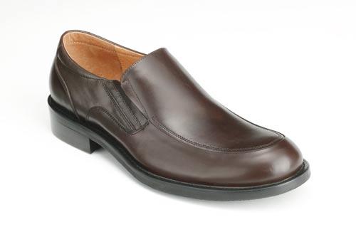 bata男鞋一直以其经典的意大利风格深受都市男性的