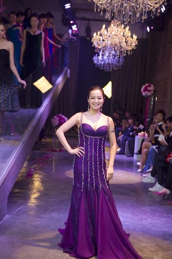紫色礼服成熟美感