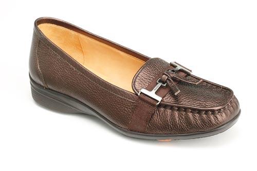 深棕色bata轻便女鞋